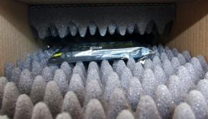 Bild von einer Platine, gepolstert in einer Noppenschaumstoffverpackung