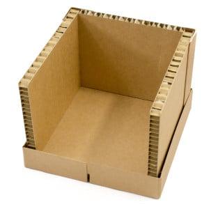 Montage Step 4 Kartonbox: Boden und drei Seitenwände