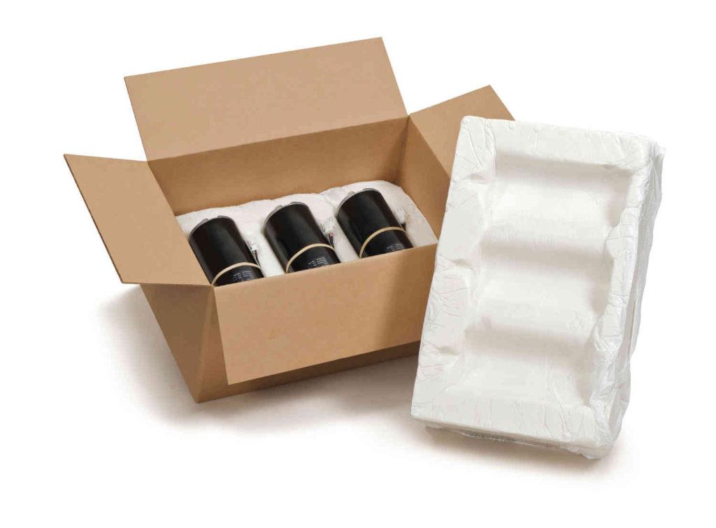 Instapak Verpackungsbeispiel: geformte Schaummatte im Karton