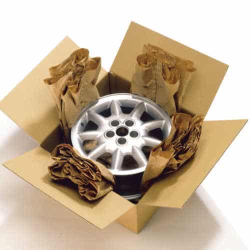 Beispiel einer Verpackung mit PadPak Polster. Verpackt wurden Radkappen